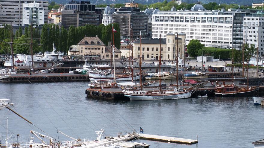 Lo nuevo y lo antiguo se mezclan en Oslo, una ciudad que apuesta por la nueva arquitectura mientras preserva su rico patrimonio histórico. Pedro