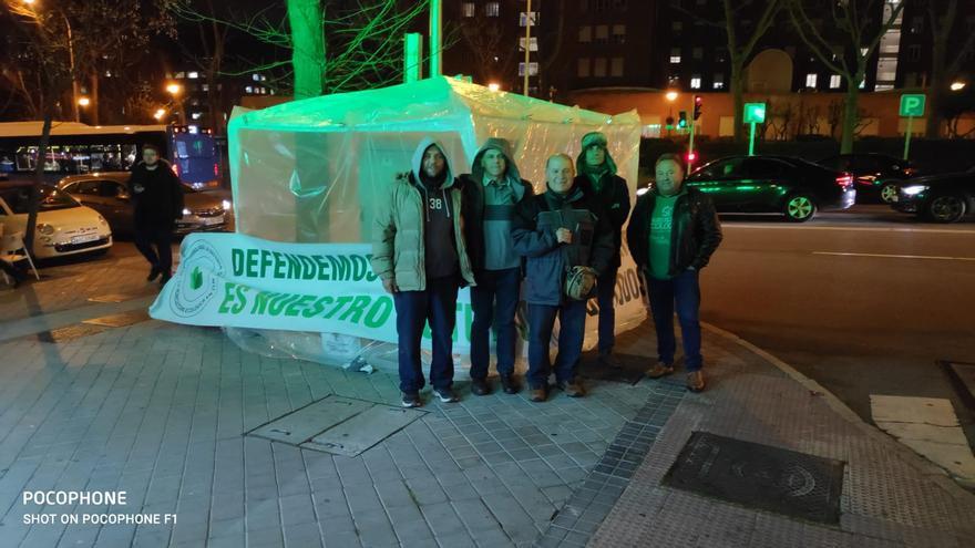 Algunos miembros de la Plataforma acampados en Madrid.