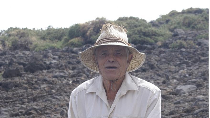 Don Marcos junto a la Fuente del Topo de Juan Diego (San Andrés y Sauces).