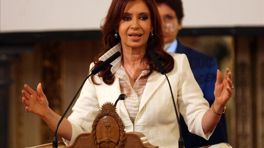 Empresa allanada de presidenta argentina se defiende de acusaciones