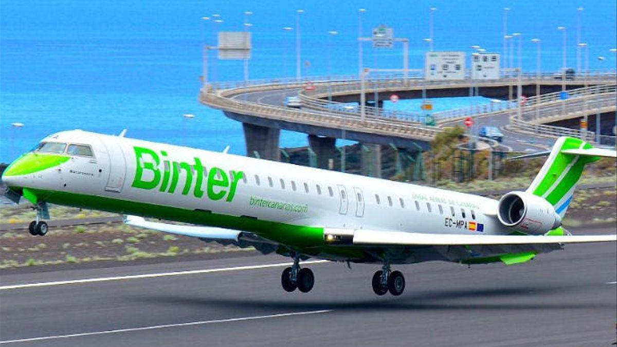Imagen de archivo de un avión de Binter en el Aeropuerto de La Palma.