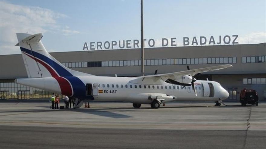 De la Serna y Vara firman este lunes el protocolo que permitirá subvencionar los vuelos desde Badajoz