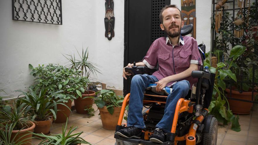 Pablo Echenique en su casa en una imagen de archivo. Foto: Juan Manzanara.