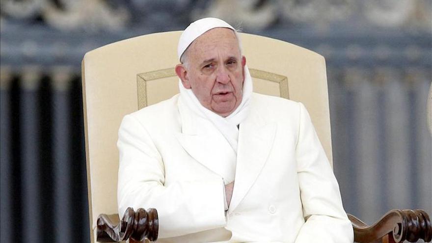 El papa recibe un libro con más de mil mensajes de jóvenes iberoamericanos