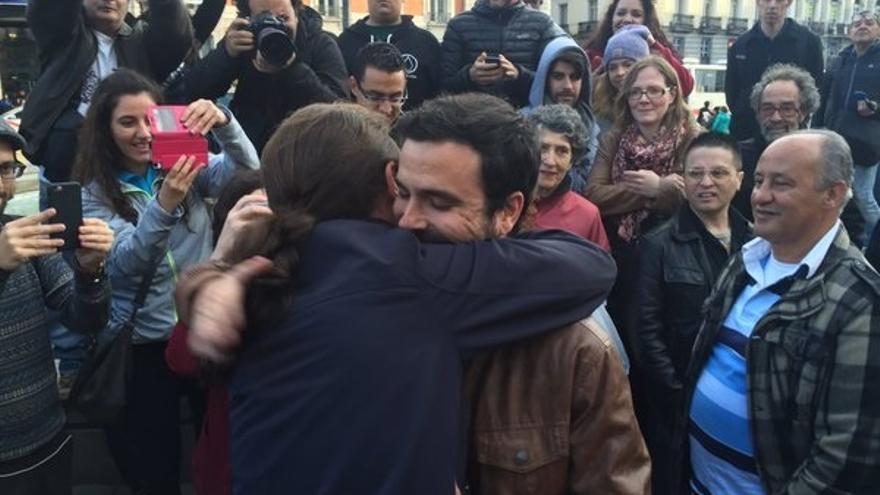 """Iglesias y Garzón celebran su acuerdo """"histórico"""" para """"ganar las elecciones al PP"""" y tienden la mano al PSOE"""