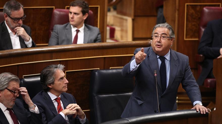 """Zoido censura la """"persecución innoble"""" del PSOE por insistir en la reprobación de Nieto en el Congreso"""