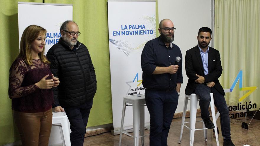 Acto de presentación de Domingo Isidro Hernández Guerra (segundo por la derecha) como candidato a la Alcaldía de Puntallana por Coalición Canaria.