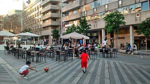 Nueva terraza instalada sin licencia en Luna | Foto: Somos Malasaña