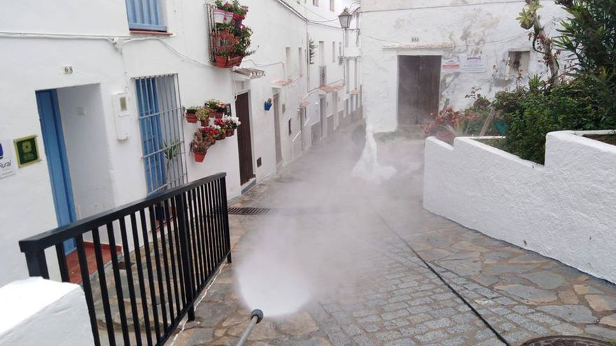 Limpieza viaria en Casares (Málaga) | Facebook ayuntamiento de Casares