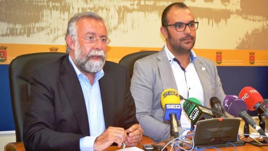 Jaime Ramos y Jonatan Bermejo en el acuerdo de investidura / EUROPA PRESS