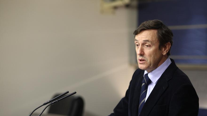 Hernando (PP) dice que Cospedal no incurre en incompatibilidad y su futuro depende de ella, de Rajoy y del congreso