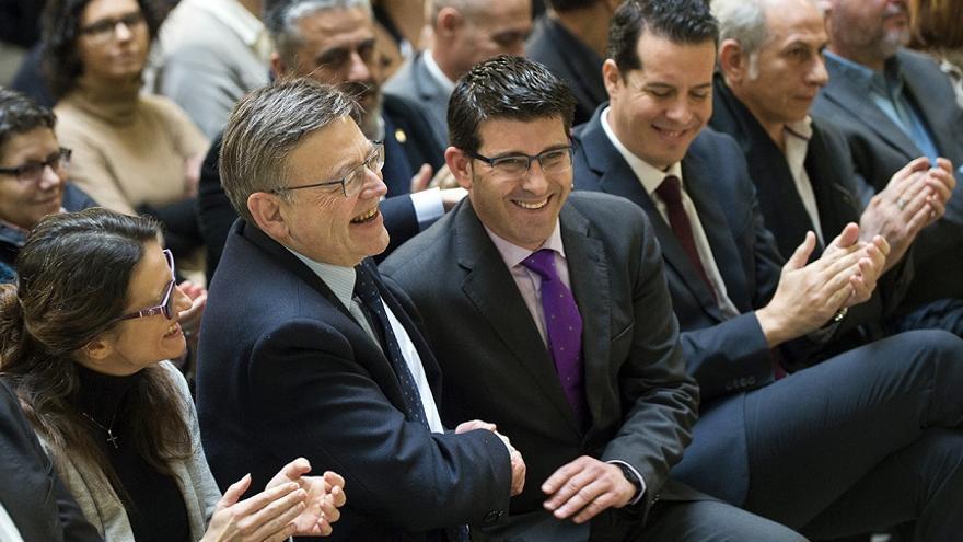 Jorge Rodríguez saluda a Ximo Puig en un acto público