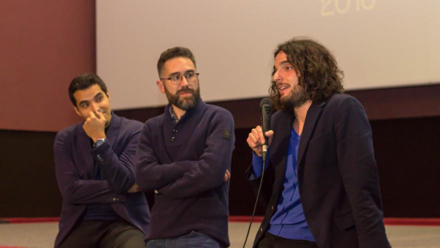 Jonay Armas, Enric Albero, y el director Miguel Ángel Pérez Blanco (de izquierda a derecha) / A. F.