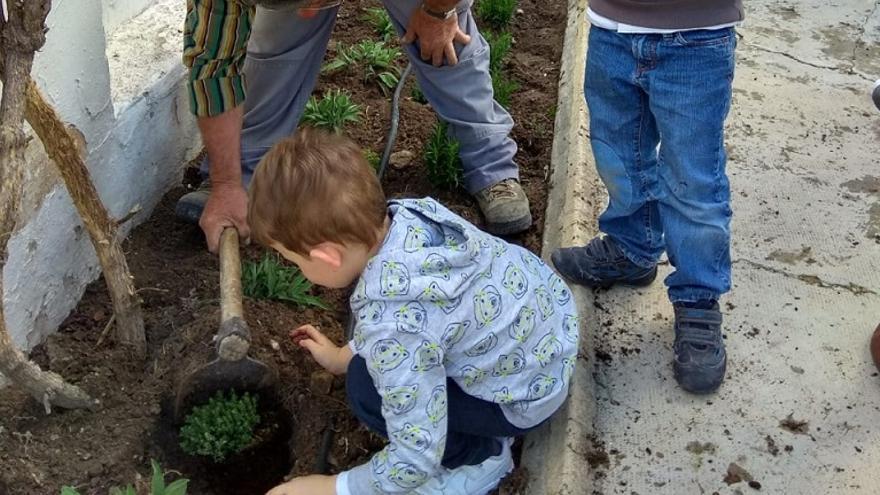 Los niños crecen durante sus primeros años mediante el sistema de pedagogía Waldorf