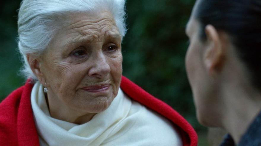 Lola Herrera, en un fotograma de la película 'Pasaje al amanecer'