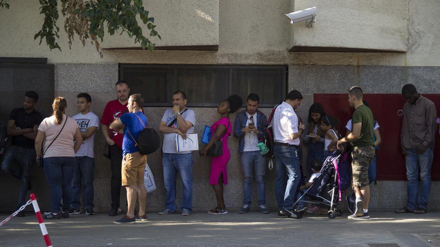 Espera interminable para conseguir la tarjeta de asilo en Madrid