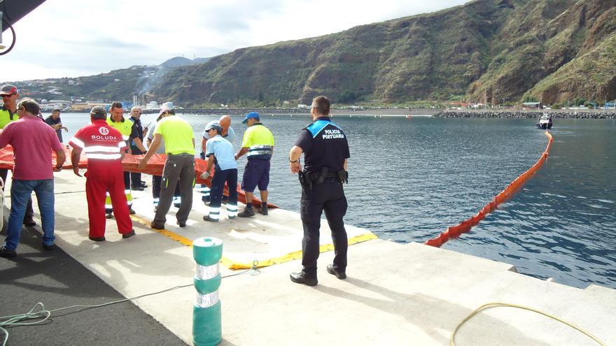 Un momento del  simulacro en la instalación portuaria de Santa Cruz de La Palma.