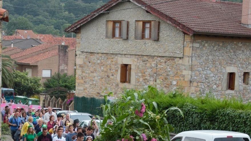 Fiesta de 'la gata negra' en Carasa (Cantabria).