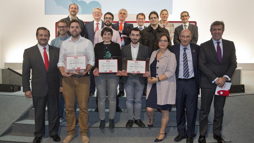 Los mejores emprendedores de YUZZ de este año en la recogida de premios. /Foto: CISE