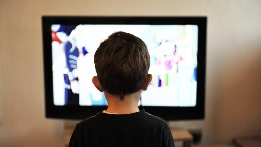 Los lectores de prensa diaria caen un 14% desde 2010 en Cantabria y sube un 7% la audiencia de radio y TV