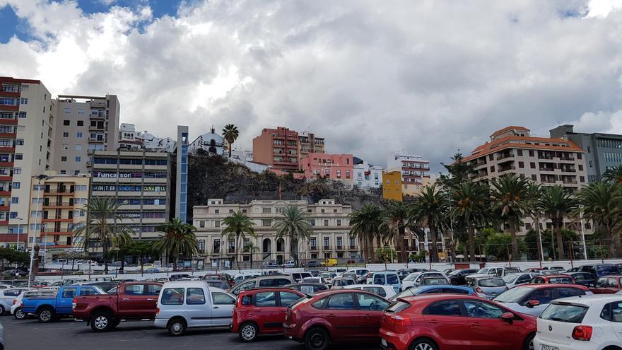 Aparcamientos  en la zona del Puerto de Santa Cruz de La Palma.