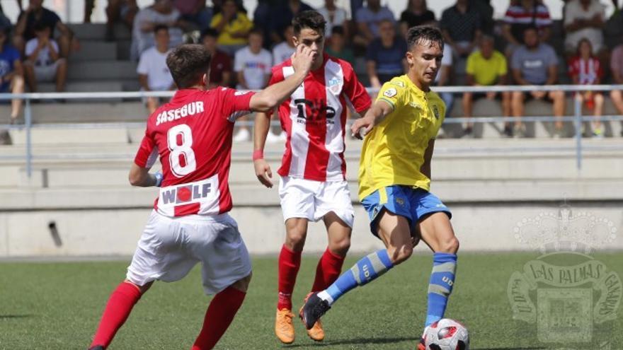 Encuentro entre Las Palmas Atlético y el Navalcarnero.
