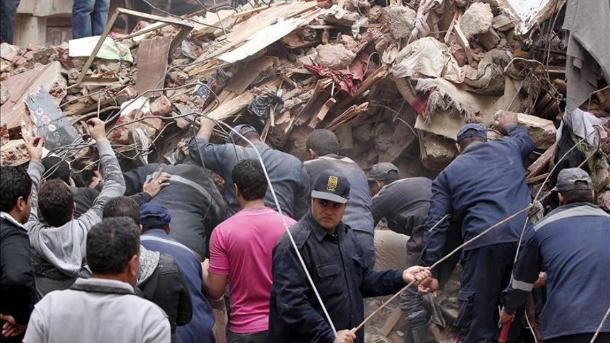 Mueren al menos once personas al derrumbarse un edificio en El Cairo
