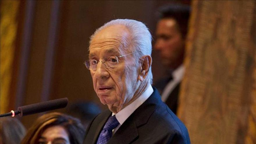 """Peres pide a los iraníes abandonar el camino del """"terrorismo"""" y """"amenaza nuclear"""""""