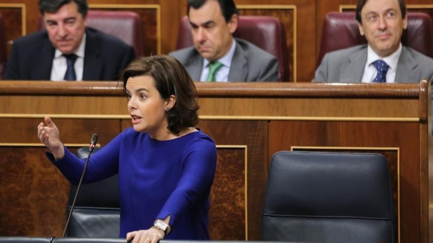 """El Gobierno ve """"antidemocrático"""" y """"pueril"""" el 'tramabús' de Podemos y lo enmarca en su estrategia """"destructiva"""""""