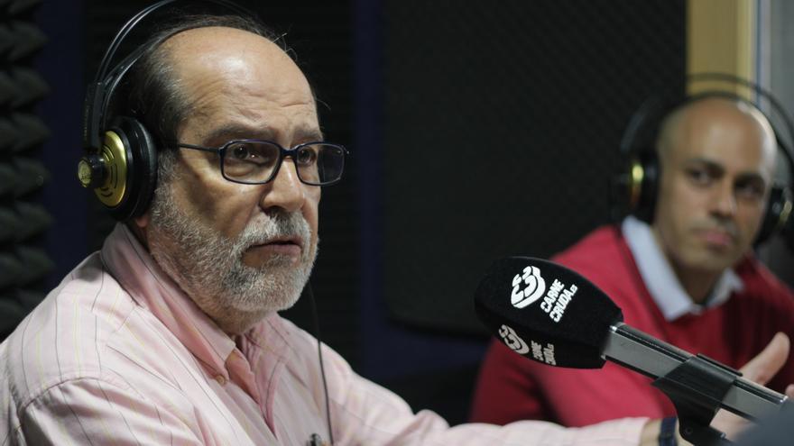 Cive Pérez del Observatorio de Renta Básica de Ciudadanía de Attac y el profesor José Luis Rey Pérez.JPG