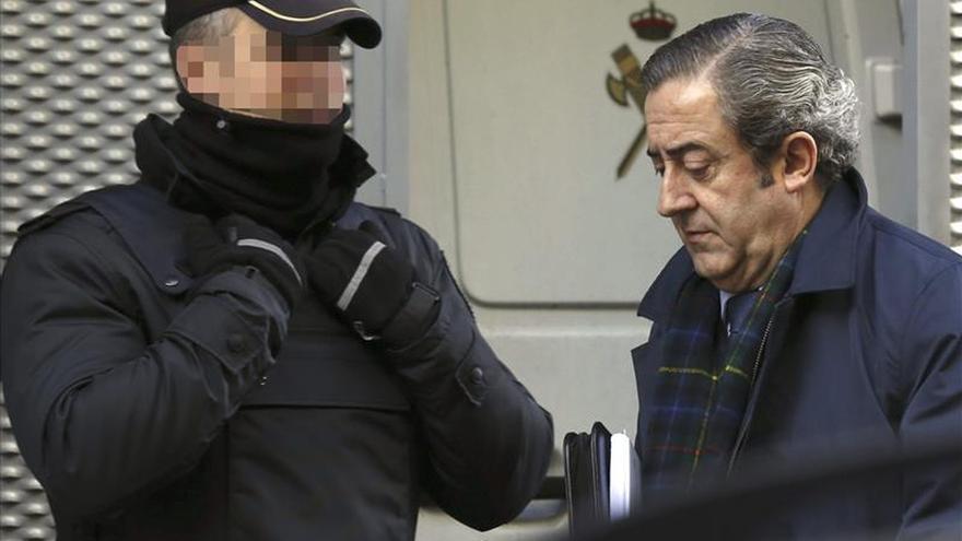 Los exconsejeros dicen que Caja Madrid les entregó sus tarjetas para uso personal