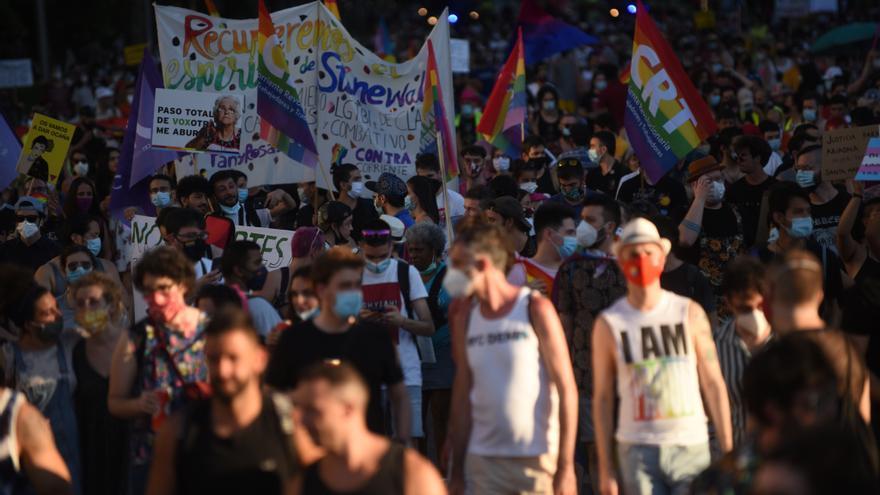 El coronavirus no merma la asistencia y añade mascarillas al paisaje de banderas habitual. / Fernando Sánchez