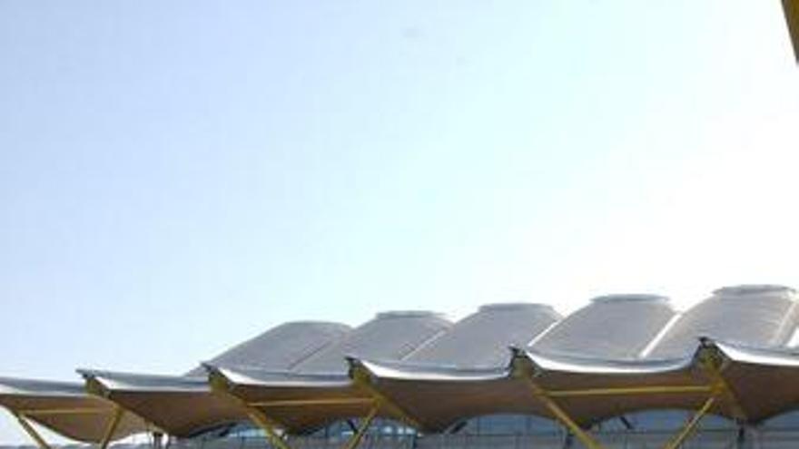 Barajas opera ya con las cuatro pistas