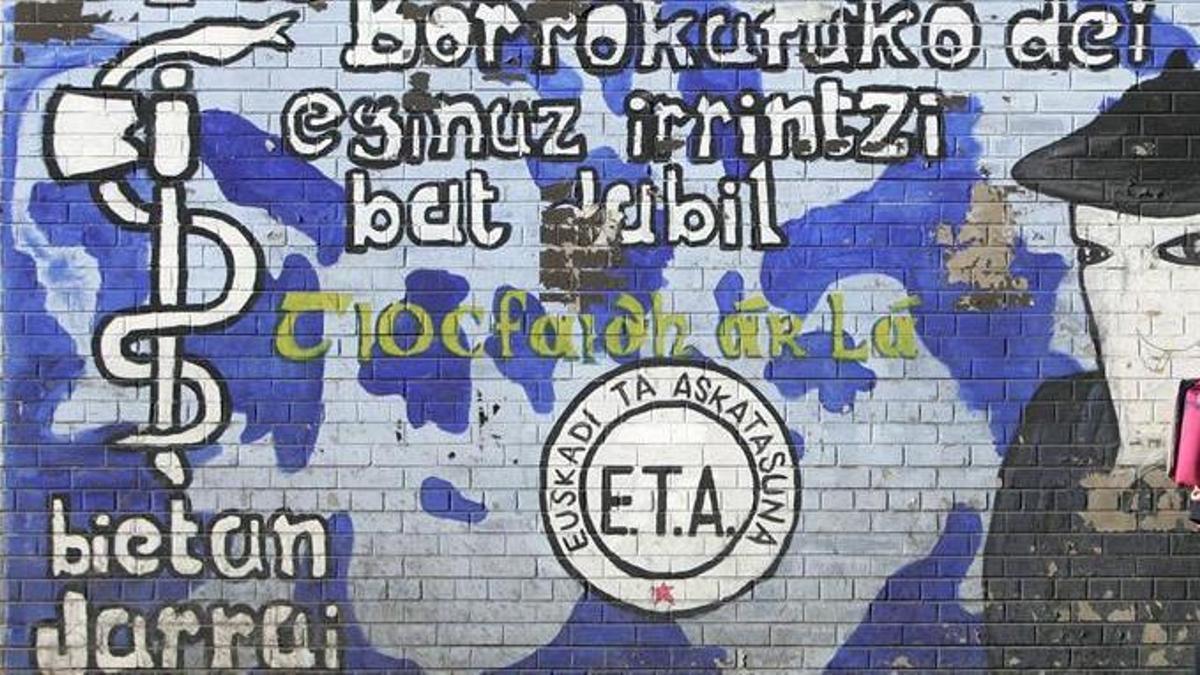 Un mural con pintadas de apoyo a ETA