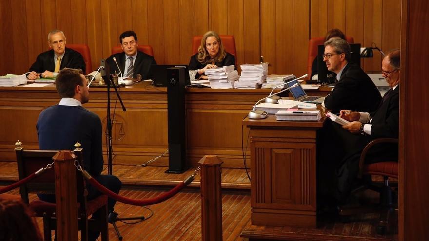 """Denunciante reitera los abusos sexuales del padre Román: """"Tenía pánico de dormir con él"""""""