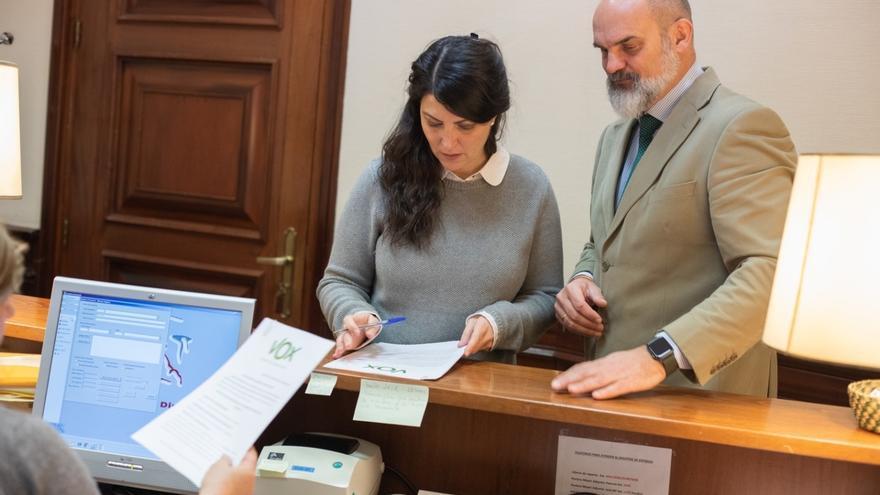 Vox se suma a PP y Ciudadanos y pide a Exteriores explicaciones sobre las 'embajadas' catalanas