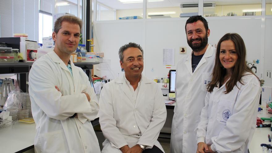 El equipo que ha trabajado en la construcción de la vacuna en la Universidad de Zaragoza, formado por Carlos Martín, Jesús Gonzalo, Nacho Aguiló y Dessislava Marinova.