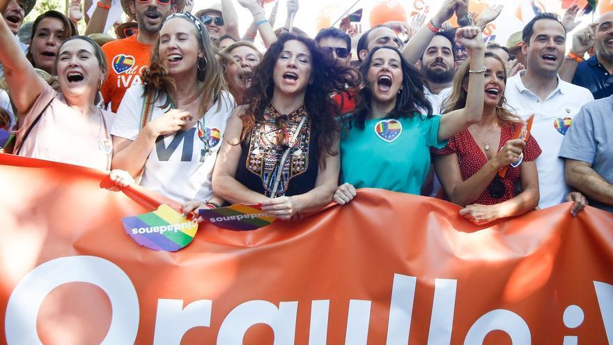Los integrantes de Ciudadanos durante la manifestación del Orgullo.