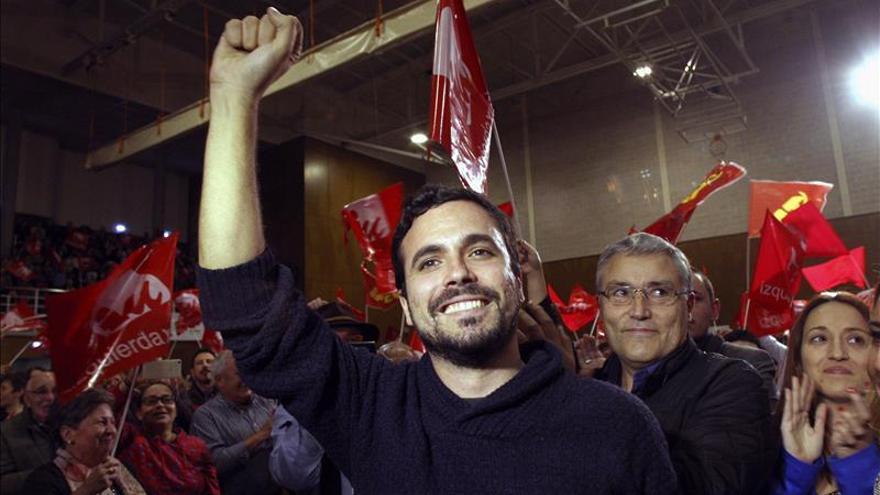Garzón apuesta por un país que prohíba privatizar los servicios públicos