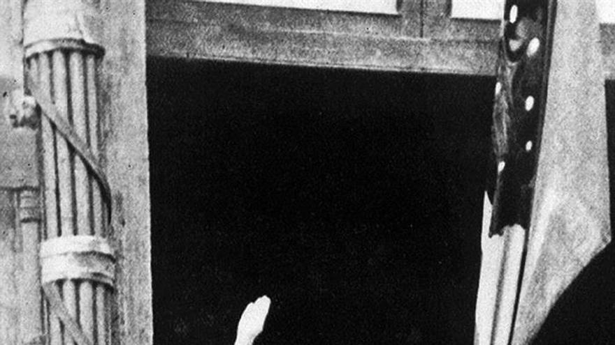 Encender el faro de Mussolini: ¿reclamo turístico o nostalgia del fascismo?
