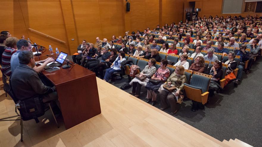 El Salón de Actos del Centro de Historias estaba casi lleno.