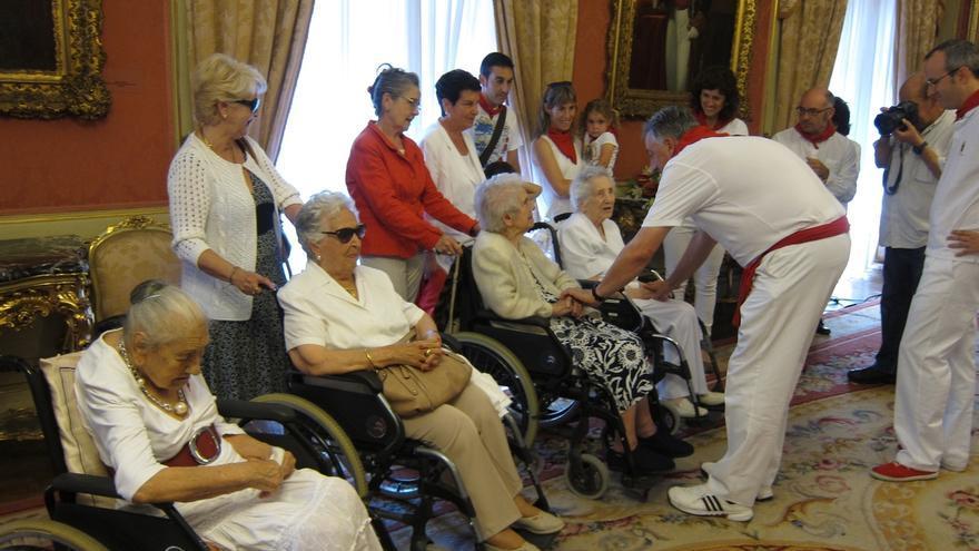 Homenaje a cuatro centenarias en el Día de las Personas Mayores