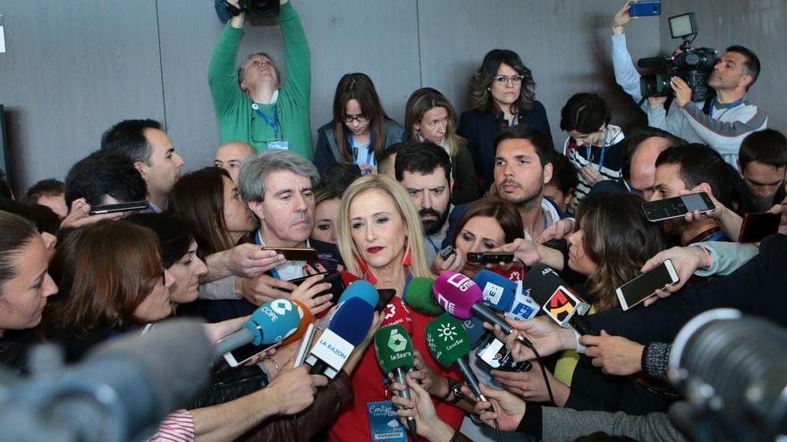 Cifuentes dirige la polémica de su máster contra el PSOE y exige a Gabilondo explicaciones sobre la filtración