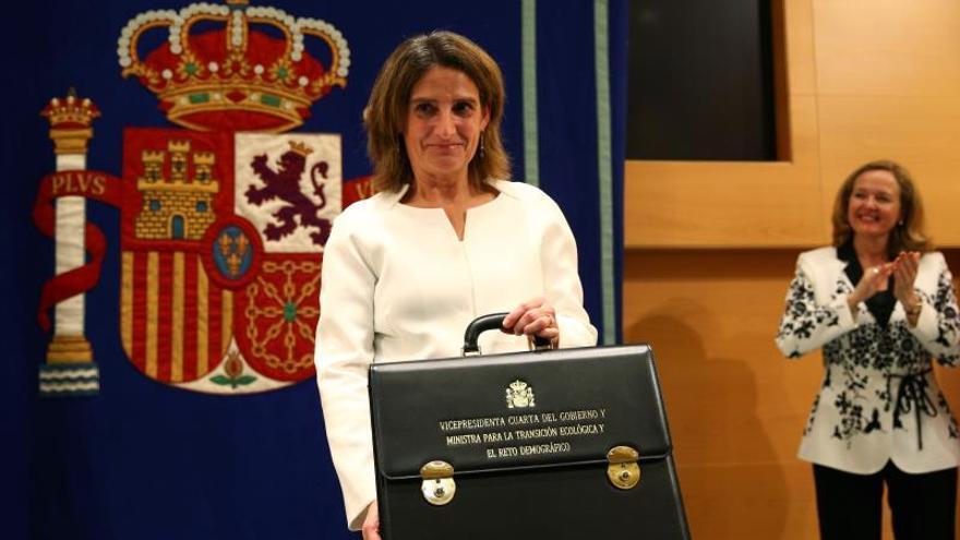 Teresa Ribera, la semana pasada en el ministerio junto a Nadia Calviño.