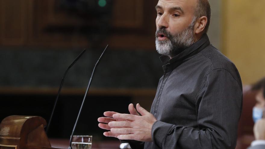 El diputado del BNG, Néstor Rego, durante su intervención en el del pleno del Congreso que debate este miércoles la quinta prórroga del estado de alarma