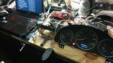 El club de 'hackers' que te enseña a tunear tu coche a base de tecnología