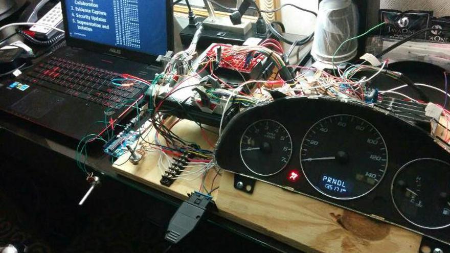 Cables, un acelerador, un ordenador y mucha maña (Imagen: cedida por Craig Smith)