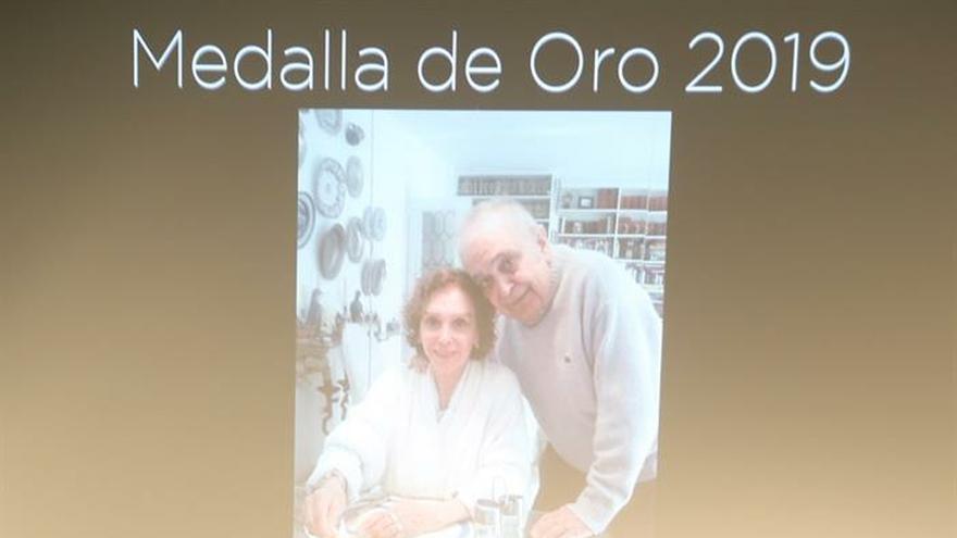 Emotivo homenaje de la Academia de Cine a Esperanza Roy y Javier Aguirre