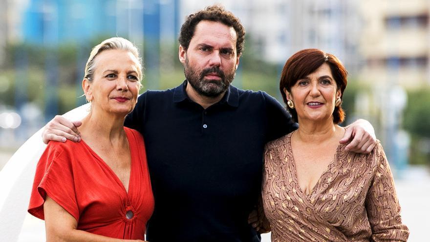 Elena Irureta, Aitor Gabilondo y Ane Gabarain en el Festival de San Sebastián