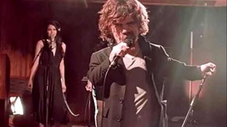 Tyrion Lannister canta un tema inédito de Coldplay compuesto para él